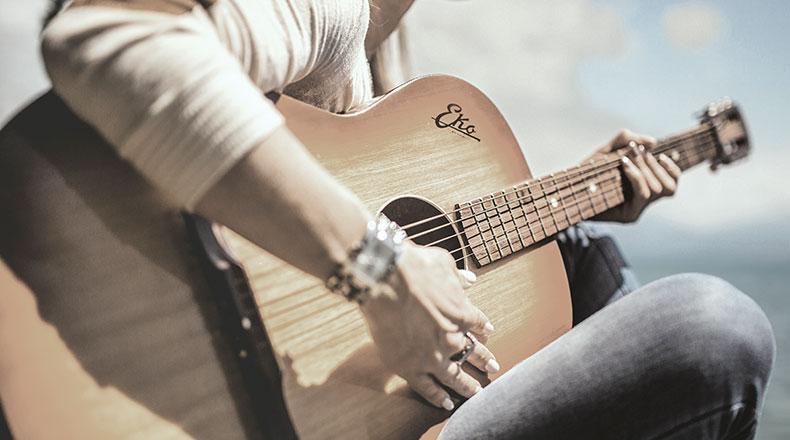 contact-guitar-lady